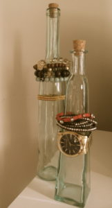 Bottle jewellery organisation