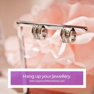 Hang jewellery organisation